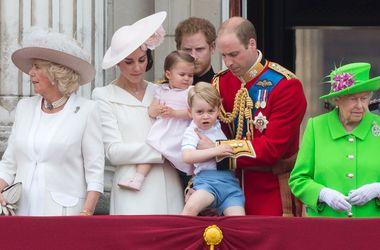 Королевский урок: Елизавета II напомнила 33-летнему внуку принцу Уильяму об этикете