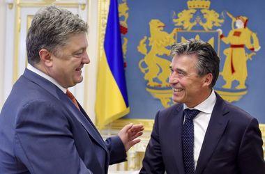 Порошенко встретился с экс-генсеком НАТО, который стал его советником