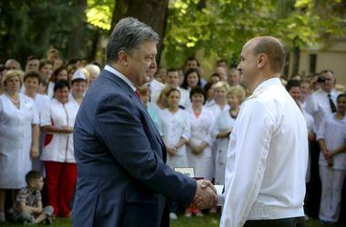 Порошенко поздравил медиков с профессиональным праздником
