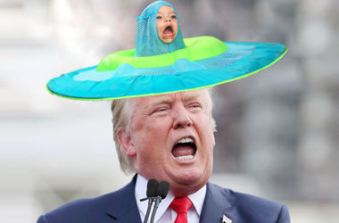 Фотожаба: забавного малыша превратили в НЛО и шляпу Трампа