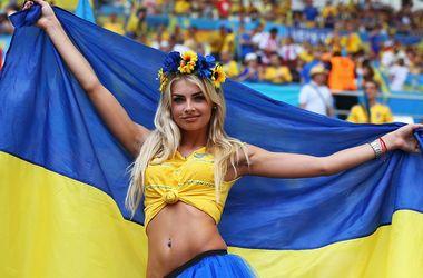 Евро-2016: Горячие фанатки на матче Украина - Польша