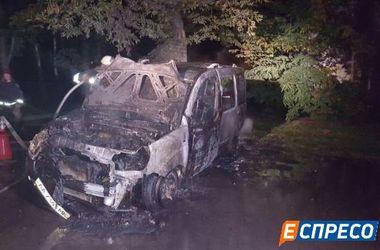 В Киеве ночью горела автостоянка