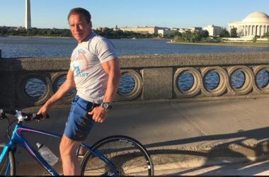 68-летний Арнольд Шварценеггер показал, как надувает мышцы