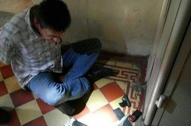В Харькове пациент клиники угрожал посетителям пистолетом