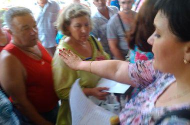 Крымчан мучают в очередях под палящим солнцем