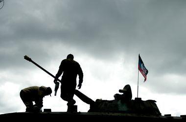 Боевики под прикрытием мирных жителей атаковали военных