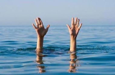 Как крымчане в лужах купались