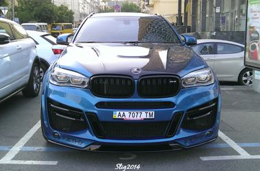 В Киеве заметили эксклюзивный кроссовер BMW Lumma CLR X6 R