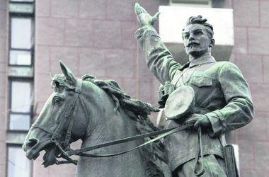 В Киеве могут снести памятник Щорсу