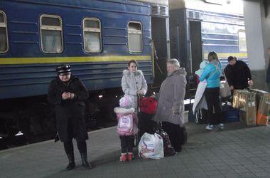 В Киеве молодой мужчина прыгнул под поезд и погиб