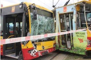 В Польше автобус столкнулся с трамваем, пострадали 25 человек