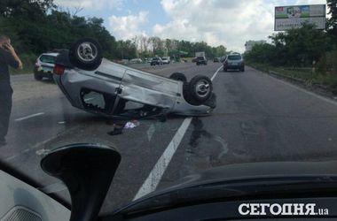 Под Киевом автомобиль перевернулся на крышу