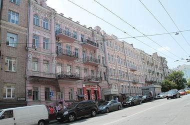 Прогулка по улице Толстого: дом со вкусной колбасой и уникальная медбиблиотека