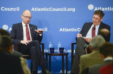 Яценюк – лидерам США и ЕС: Вы не имеете права отменять санкции против России
