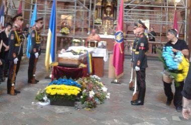 Погибшего Василия Слипака во Львове провожали на коленях