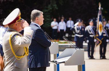 Порошенко вручил награды работникам Национальной академии внутренних дел