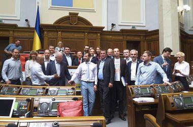 Последние дни работы Рады: судьба Онищенко, законы МВФ и выборы на Донбассе