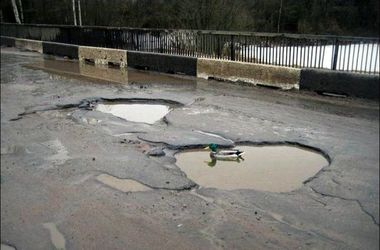 Порошенко обратил внимание на ужасные украинские дороги