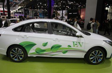 Владельцев электромобилей освободили от налогов