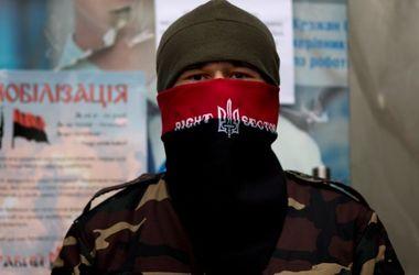 """Члены """"Правого сектора"""" переехали в Крым под видом беженцев - крымский омбудсмен"""