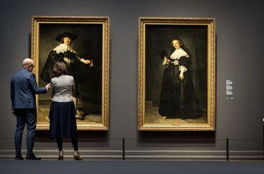 В британских музеях картины на миллионы фунтов заменили подделками