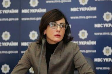 Глава Нацполиции прервала визит в Хмельницкую область и срочно выехала в Киев