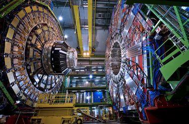 Большой адронный коллайдер открыл портал в другой мир