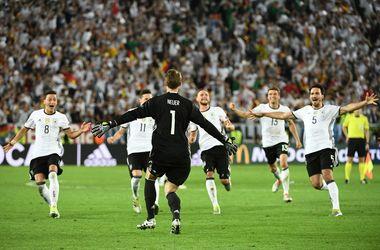 Евро-2016: яркие кадры с матча Германия - Италия