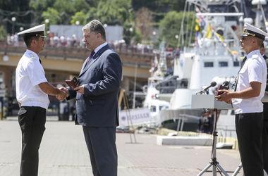 Порошенко в Одессе вручил награды морякам