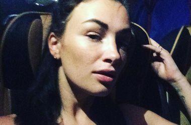 Анастасия Приходько в бикини засветила татуировку возле груди (фото)