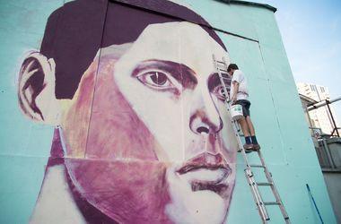 В Киеве появился новый мурал бразильского художника