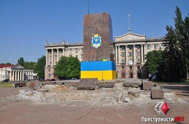 В Николаеве избавляются от останков памятника Ленину