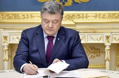 Порошенко наградил отважных бойцов Донбасса, большинство - посмертно
