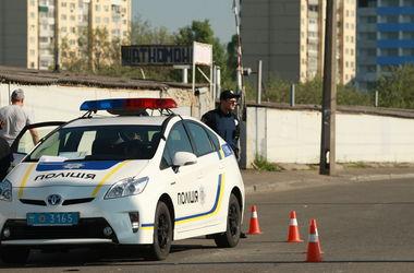 В Киеве мужчина упал с парапета в переход и разбился насмерть