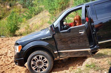 Во Львовской области женщину переехал собственный автомобиль