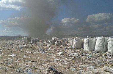На мусорной свалке под Киевом начался пожар