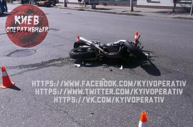 В Киеве мотоциклист получил тяжелые травмы после столкновения с авто