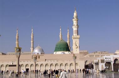 Мощный взрыв произошел близ второй святыни ислама - Мечети Пророка в Медине