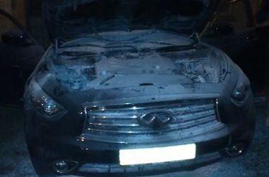 В киевском дворе сгорела шикарная машина