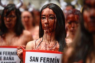 В Испании противники корриды залили улицы кровью