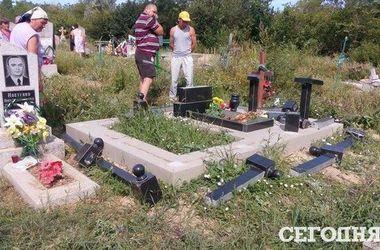 Под Одессой вандалы разгромили 152 могилы: все подробности