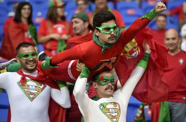 Евро-2016: яркие кадры с матча Португалия - Уэльс