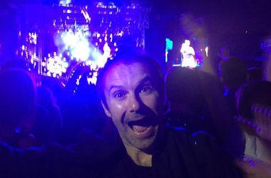 Святослав Вакарчук оторвался в фан-зоне на концерте Red Hot Chili Peppers в Киеве
