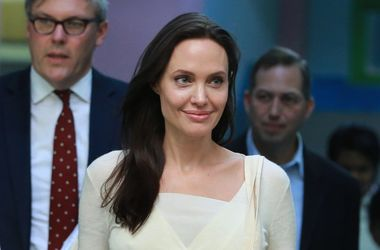 Худощавая Джоли в неожиданном наряде впервые за долгое время появилась на публике с Питтом (фото)