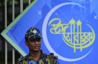 Во время молитвы в Бангладеш прогремел мощный взрыв