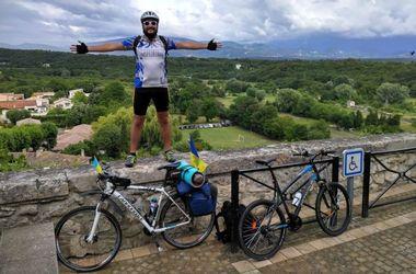 Харьковчанин ездил на Евро-2016 на велосипеде