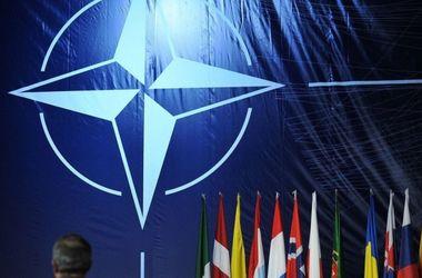 В НАТО призвали страны мира избавляться от российского оружия