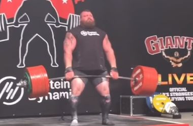 Видеошок: британец установил рекорд, подняв 500-килограммовую штангу