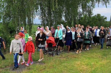 Крестный ход из Почаевской лавры: люди рассказали, почему идут более 400 км в Киев
