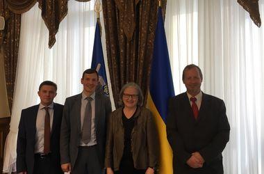 Австрия предложила помочь вернуть активы режима Януковича в Украину